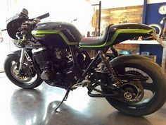 Kawasaki ZRX Cafe Racer - Ruleshaker #motorcycles #caferacer #motos | caferacerpasion.com
