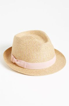Summer Looks 2018 Ideas Picture Description An adorable straw fedora–perfect for a day out on the golf course! Bandanas, Turban, Straw Fedora, Fedora Hats, Weave Styles, Look Magazine, Love Hat, Pink Summer, Cute Hats