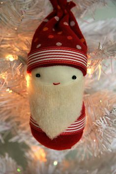Tomten from Stuffed Socks  #DIY #Easy #5minutes #Trick #recycle #socks #animals #tutorial