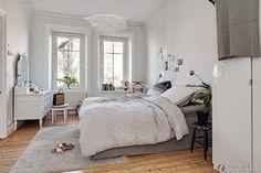 Sleek, minimalist Scandinavian-style bedroom decoration 2015