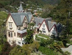 Boutique Hotel Warwick House Nelson Warwick House is an historic boutique hotel overlooking Nelson towards Tasman Bay. This early Victorian home, with a spectacular grand ballroom, is less than a 10-minute riverside walk from the city centre.