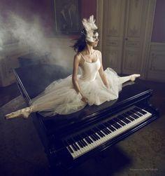レ o √ 乇   ღ Piano ♪♫♥.....La música es el corazón de la vida. Por ella habla el amor; sin ella no hay bien posible y con ella todo es hermoso. Franz Liszt