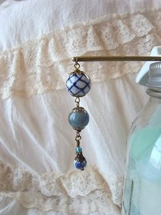 藍色と白の陶器ビーズの3連かんざし|帯留・かんざし・和小物|ハンドメイド・手仕事品の販売・購入 Creema(クリーマ)