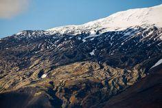 Islands Vulkane sind nicht zuletzt der Grund, warum das Land auf der Bildfläche des Tourismus so präsent wurde. Der Ausbruch des Eyjafjallajökull katapultierte Island schlagartig auf die Titelseiten globaler Zeitungen und Nachrichtensender. Doch es gibt noch viel mehr Vulkane, Berge und Nationalparks. MARCO POLO zeigt dir die schönsten.