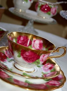Porcelain rose decorated tea cup and saucer. I loved my tea cup collection, hated to wash them though. Vintage Tea, Vintage China, Café Chocolate, Teapots And Cups, Teacups, Bone China Tea Cups, My Cup Of Tea, Tea Service, Tea Cup Saucer