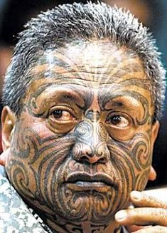 """Maori freedom fighter Tame Iti Members of the Maori, the indigenous people of Aotearoa (known to many by its colonial name """"New Zealand Maori Face Tattoo, Face Tattoos, Body Art Tattoos, Tribal Tattoos, Maori Tattoos, Polynesian Tattoos, Geometric Tattoos, Sleeve Tattoos, Maori People"""