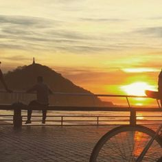 #sunset #beach #atlanticocean #basquecountry #sansebastian #spain #colors #clouds #beachlife #walking #jogging #cycling #sailing #fishing #finedining #peaceful #relax #romantic #travel #tourist http://tipsrazzi.com/ipost/1510674949440875059/?code=BT2_tzUgSoz