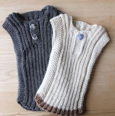 En gennemgående babyklassiker OPSKRIFTEN på vesten/undertrøjen kan i bl.a. finde her... Ravelry Farmorfabikken Fam...