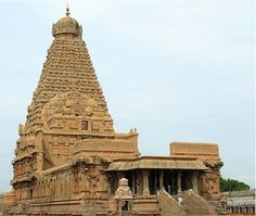 Photos of Brihadeeshwara Temple, Thanjavur - Attraction Images - TripAdvisor Temple India, Indian Temple, Hindu Temple, Chandragupta Ii, Beautiful Flower Drawings, Hindu Art, Shiva Hindu, Hindu Culture, Temple Pictures
