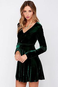 Cinnaryn Emerald Velvet Long Sleeve #honeypunch #holidaydress