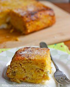 Torta de Maduro. 5 plátanos maduros, pelados y puré 2 tazas de queso rallado mozzarella 3 huevos batidos 1/4 taza de leche 3 cucharadas de azúcar morena o panela rallada 3 cucharadas de mantequilla derretida 1/2 cucharadita de extracto de vainilla 1/2 cucharadita de polvo para hornear 1/2 cucharadita de canela molida 1/4 cucharadita de sal. Instrucciones: Precaliente el horno a 350 ° F. En un tazón grande, combine todos los ingredientes y mezclar bien. Hornear durante 50 minutos.