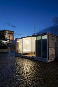 TRAVELING SHIPPING  CONTAINER HOTEL REQUIRES  GPS TO LOCATE ROOMS  The Sleeping Around hotel refreshes the pop-up experience with its concept of an adventurous, moving caravan.