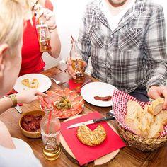 ¡Arriba! ¡Arriba! ¡Almdudler! ¡Almdudler! Spanisch-österreichische Fusion Kitchen  #almdudler #lassunsdudeln #españa #spanien #tortilla #foodie #nomnomnom #foodporn #drinkporn