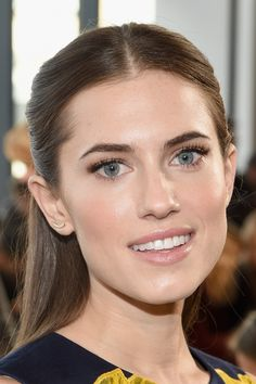Allison Williams Photos - Actress Allison Williams attends the Michael Kors fashion show during Mercedes-Benz Fashion Week Fall 2015 . at Spring Studios on February 2015 in New York City. - Michael Kors Fall 2015 Runway Show - Front Row Bride Makeup Natural, Wedding Makeup Redhead, Celebrity Wedding Makeup, Romantic Wedding Makeup, Summer Wedding Makeup, Wedding Makeup For Brunettes, Celebrity Makeup Looks, Wedding Makeup For Brown Eyes, Makeup For Blondes