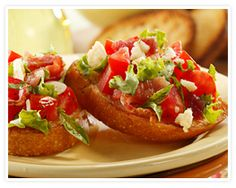 The bacon, lettuce and tomato bruschetta recipe is great if you're looking for easy, delicious appetizer and hors d'oeuvre recipes! Bite Size Appetizers, Appetizer Dishes, Appetizer Recipes, Appetizer Ideas, Party Appetizers, Tomato Bruschetta, Bruschetta Recipe, Bruschetta Chicken, Pork Recipes
