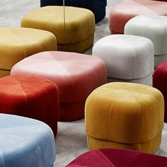 Normann Copenhagen Circus Pouf Design by Simon Legald Give your home a pop of color with the Circus pouf; a versatile furniture piece in an exclusive, Scandinavian design. Moroccan Leather Pouf, Moroccan Pouf, Chaise Velour, Norman Copenhagen, Pouf Design, Chair Design, Pouf Rose, Muuto, Chairs
