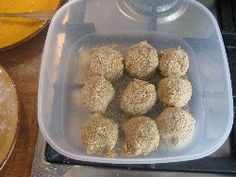 Homemade bitterballen - Recipe croquettes from Holland. Making bitterballs - Small Meatballs, Ingredients, Recipe, Video how to make a bitterbal. Dutch Recipes, Dog Food Recipes, Bitterballen Recipe, Dutch Croquettes, Foodies, Balls, Homemade, Dinner, Breakfast