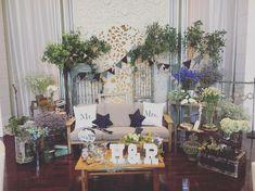 いいね!64件、コメント3件 ― Rieさん(@iiie_0514)のInstagramアカウント: 「. まだ余韻にひたってます♡ . メインテーブルはこだわってソファとローテーブルを我が家から持ち込みました! . みんなたくさん写真撮ってくれたみたいで本当にこだわって良かったです(^^) . .…」 Wedding Colors, Wedding Flowers, Guest Book Table, Wedding Decorations, Table Decorations, Flower Backdrop, Wedding Stage, Backdrops For Parties, Wedding Welcome