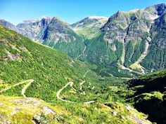 I et land med høye fjell, dype daler og fantastisk natur er der utallige utkikk. In a land of high mountains, deep valleys and breathtaking scenery, there are countless vantage points to discover. Amazing Nature, Norway, Deep, Mountains, Places, Travel Tips, Join, Voyage, Travel Advice