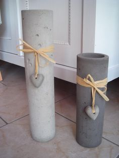 Beton Kerzenhalter anthrazit Handarbeit - I think with some PVC pipe cut to make a release for the outstide & and thinner pipe for the inside - these can be DIY Cement Art, Concrete Cement, Concrete Furniture, Concrete Crafts, Concrete Projects, Concrete Garden, Concrete Design, Concrete Planters, Diy Projects