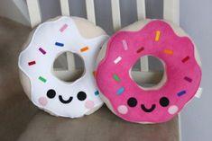 Most Wanted: Hannahdoodle Ice Cream Pillow – Super Cute Kawaii! Candy Pillows, Food Pillows, Diy Pillows, Felt Crafts, Fabric Crafts, Diy And Crafts, Crafts For Kids, Diy Kawaii, Cream Pillows