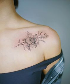 85 Classy Girl Tattoos You'll Love For Sure Elegant rose tattoo on shoulder by Nando Rose Tattoos For Women, Black Rose Tattoos, Tattoo Designs For Women, Tattoos For Guys, Tattoo Women, Tattoos For Women Classy, Elegant Tattoos, Trendy Tattoos, Small Tattoos