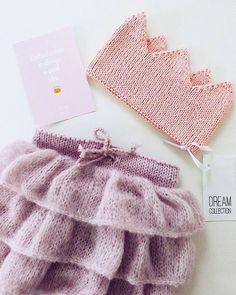 WEBSTA @ svet_dream - Knitted crown is always a good ideaВязаная корона #dream_crown это всегда хорошая идея а в сочетании с воздушной юбочкой #dream_ballet_skirt это просто ----------------------------------------------------------Совсем скоро новогодние утренники Позаботьтесь о наряде для вашей принцессы заранее Все вопросы direct✌