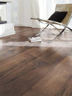 We love this elegant dark oak laminate flooring! Oak Laminate Flooring, Hardwood Floors, Barcelona Chair, Butterfly Chair, Floor Design, Cool Rooms, Furniture, Flooring Ideas, Dark