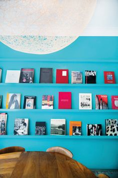 Things To Do Mexico City - Food, Shopping, Hotel Guide Bright Walls, Blue Walls, White Walls, Study Design, Wall Design, White Table Top, Book Wall, Paint Brands, Pretty Room