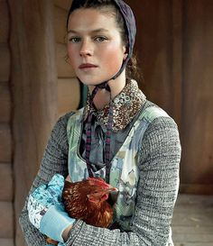 Farm coop high fashion - Steven Meisel for Vogue Steven Meisel, Costume Ethnique, Foto Portrait, Foto Fun, Mode Costume, Templer, Boho, Mode Inspiration, Editorial Fashion