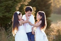 What it must be like to have younger twin sisters! So pretty in that golden light! #familyphotographerMelbourne #Melbournefamilyphotography #siblinglove #naturalfamilyphotography #funfamilyphotos #memories #childphotographermelbourne #preciousmoments #outdoorphotographer #sunsetphotos #sunsetphotography #sunset Young Family, Baby Family, Fun Family Photos, Couple Photos, Children Photography, Newborn Photography, Twin Sisters, Sunset Photos, Sunset Photography