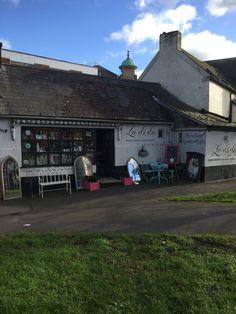 La Di Da Interiors, Luxuries & Gifts shop in Bridge St, Andover, Hampshire, UK. #anniesloanstockist @anniesloanhome #chalkpaint #interiors #paintedfurniture #upcycle