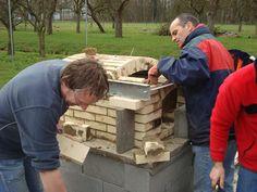Een workshop ovenbouw en pizzabakken bij de broodoven