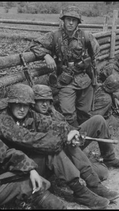Ww2 Pictures, Ww2 Photos, Military Pictures, Historical Pictures, German Soldiers Ww2, American Soldiers, German Army, Ww2 History, Military History