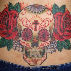 skull and flower em Rio Preto Ink Tattoo