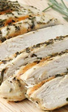 This Foolproof Grilled Rosemary Chicken is fast, easy and consistent! Best Chicken Recipes, Turkey Recipes, Meat Recipes, Cooking Recipes, Healthy Recipes, Grilled Rosemary Chicken, Marinated Chicken, Advocare Recipes, Chicken