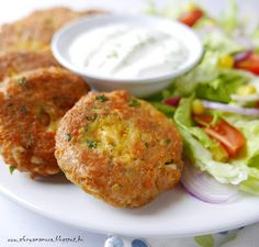 Chickpea Fritters, Feta, Falafel, Fruits And Vegetables, Salmon Burgers, Favorite Recipes, Healthy Recipes, Dining, Ethnic Recipes