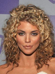 Haircut Medium Curly Hair Annalynne Mccord 39 Ideas Haircut Medium C Mid Length Curly Hairstyles, Medium Curly Haircuts, Permed Hairstyles, Medium Hair Cuts, Medium Hair Styles, Cool Hairstyles, Haircut Medium, Hairstyles 2018, Glamorous Hairstyles