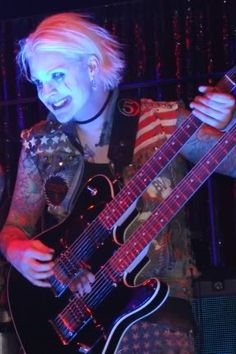 John 5 - Rob Zombie, Ex- Marilyn Manson Acoustic Guitar Strap, Acoustic Guitar Lessons, Acoustic Guitars, Guitar Diy, Bass Guitars, Diy Design, Electric Guitar Lessons, Guitar Youtube, White Zombie