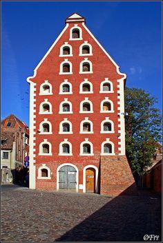 handa:    Granary…, a photo from Kujawsko-Pomorskie, West | TrekEarth