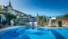 The Posthotel Achenkirch can look back on a long tradition of hospitality: The SPA hotel on the Achensee is currently run by the fourth generation of the same family. Wellness Hotel Tirol, Wellness Spa Hotel, Hotel Spa, Post Hotel, What Is Healing, Best Spa, Luxury Spa, Top 5, Beautiful Hotels