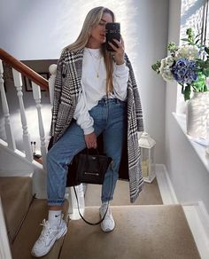 Cool simple outfit with white hoodie - Winter Outfits Uni Outfits, Winter Fashion Outfits, Mode Outfits, Simple Outfits, Look Fashion, Winter Outfits, Autumn Fashion, Casual Outfits, Outfits With Hoodies