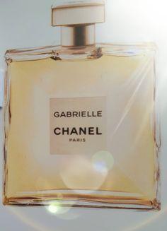 Comme promis, je reviens pour faire un post sur ce nouveau jus Chanel. Après toute cette pub sur ce parfum, Il fallait bien que je le teste quand même!😉 Et bien j'ai eu un échantillon. 💜 &…