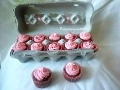 Use an egg carton as a mini cupcake gift box or for transport. Brilliant!