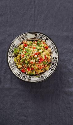Couscous-Salat mit Gemüse und Minze
