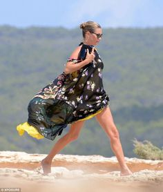 kate moss; beach chic like no other