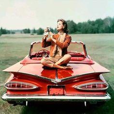 Vintage Trucks Things that inspire us: a 1959 Chevrolet Impala Vintage Models, Vintage Vogue, Vintage Glamour, Vintage Photos, Chevrolet Chevelle, Chevrolet Impala, Classic Chevy Trucks, Classic Cars, Suzy Parker
