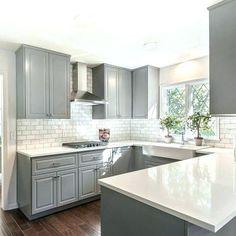 Hellgraue Küchenschränke #streichen #rückwand #modern #hellgrauhochglanz  #wände #weiß #arbeitsplatte