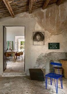 interni | © Mattia Aquila Interior Architecture, Interior Design, Distressed Walls, Southern Europe, Balearic Islands, Mediterranean Homes, Beautiful Interiors, Vignettes, Foyer