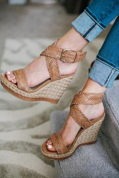 Outstanding Doll Shoes For Women Ideas 10 Exquisite Tricks: Formal Shoes Classy christmas shoes diy. Pretty Shoes, Beautiful Shoes, Cute Shoes, Wedge Shoes, Shoes Heels, Tan Wedge Sandals, Louboutin Shoes, Vans Shoes, Strappy Shoes